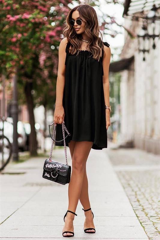 andi z wiązaniami na ramionach mała czarna elegancka sukienka boho