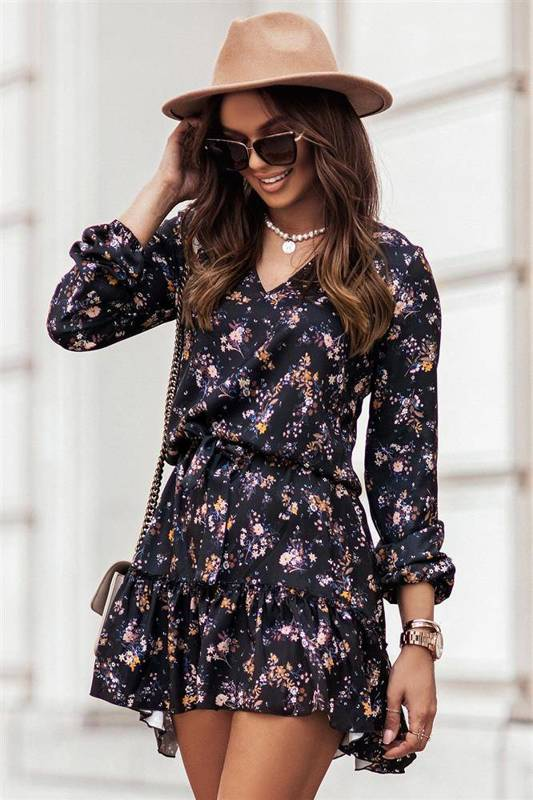 w kwiaty renee krótka czarna sukienka rozkloszowana z falbanką