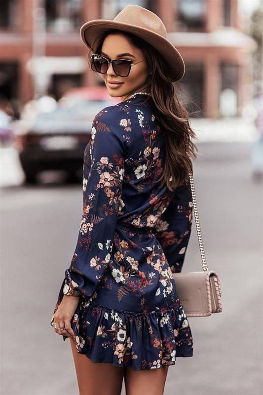w kwiaty renee krótka granatowa sukienka rozkloszowana z falbaną