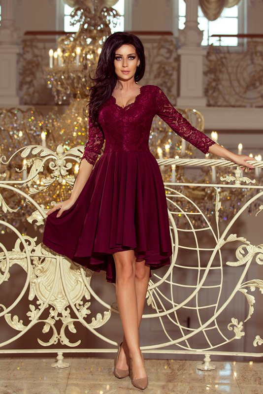 NICOLLE - sukienka z dłuższym tyłem - bordowa